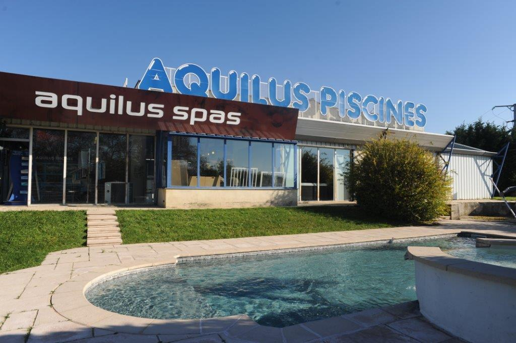 aquilus valence concessionnaire piscines spas. Black Bedroom Furniture Sets. Home Design Ideas